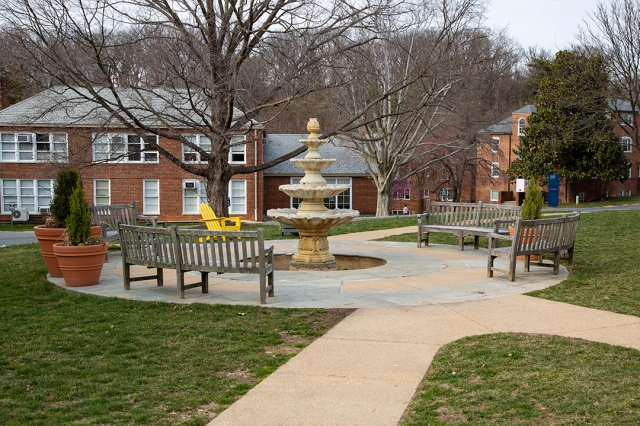 The fountain at GW's Mount Vernon Campus